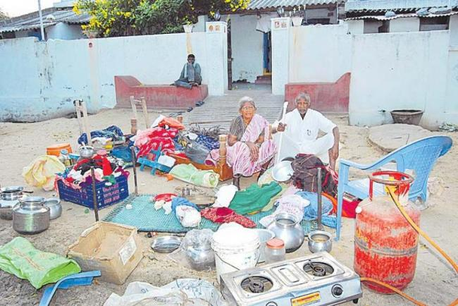 Without compassion, the parents were beaten - Sakshi