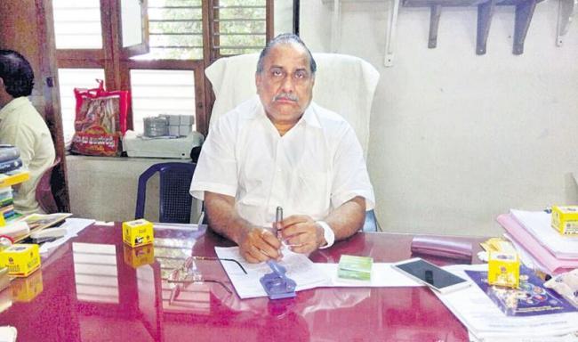 Mudragada comments on cm chandrababu - Sakshi