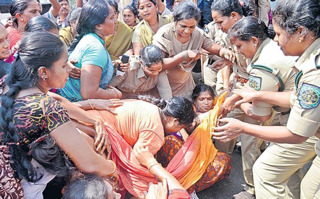 Social activist Devi Writes opinion Police Lathicharge on womens - Sakshi