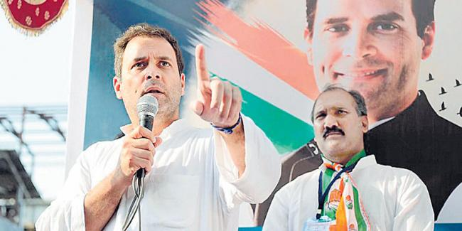 This is fight between truth and lies; truth on our side: Rahul Gandhi in Gujarat - Sakshi