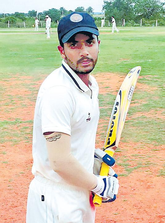 5 wickets for Ravi Teja - Sakshi