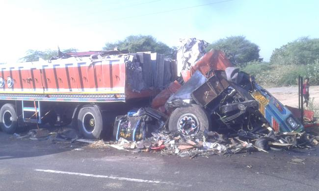 Two killed in Jagtial district road accident - Sakshi
