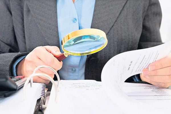 IT to issue 1 lakh notices for huge deposits post demonetisation - Sakshi