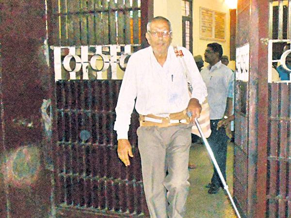 Bail to Maoist leader Kobad Ghandy - Sakshi
