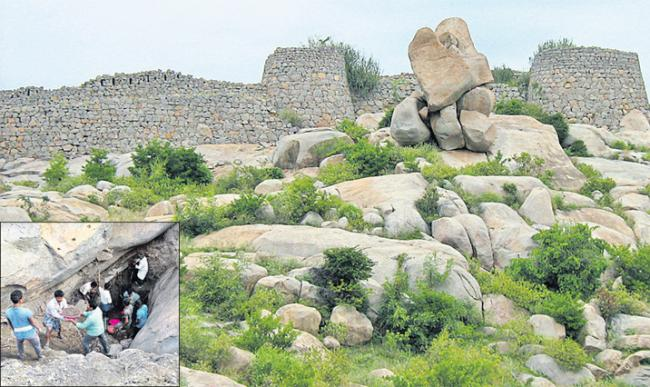 Govt thieves at the Chennampalli Fort - Sakshi