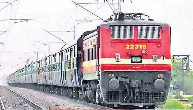 Govt OK's textile boost, rail varsity - Sakshi