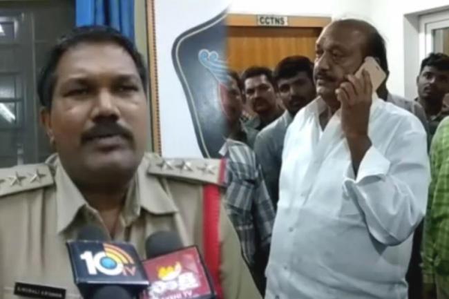 jc prabhakar reddy creates ruckus at police station - Sakshi