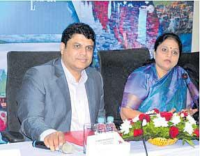 Kashmir is a million tourists every year - Sakshi