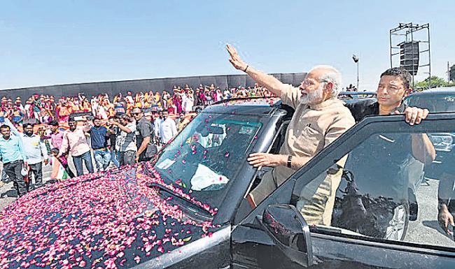 k ramachadra murthy Guest column on modi and rahul gandhi - Sakshi