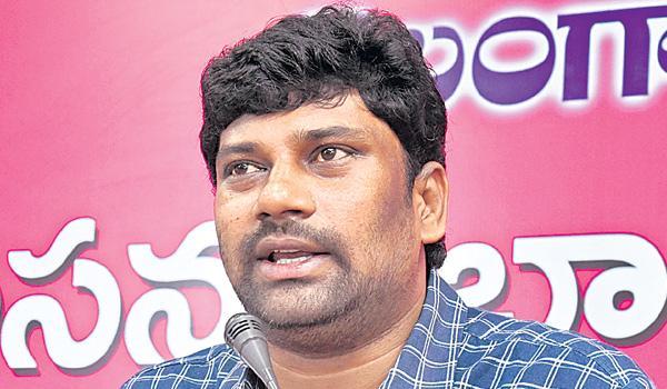congress leaders slams trs - Sakshi