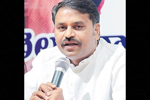 addanki dayakar commented over kcr - Sakshi
