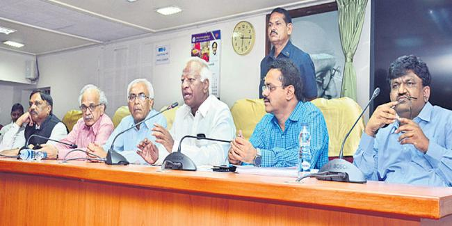 kadiam srihari to oversee arrangement of world telugu conference - Sakshi
