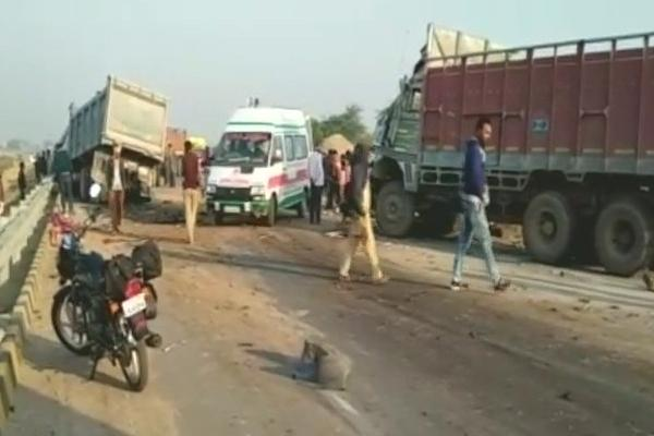 Two Trucks Collide kills few at Kanpur Sajeti - Sakshi