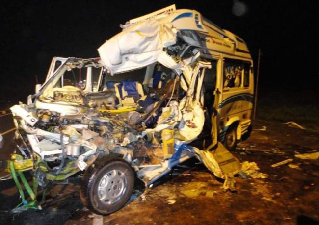 10 Members Dead In Road Accident - Sakshi
