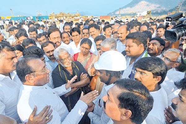 YSRCP leaders visited polavaram project - Sakshi
