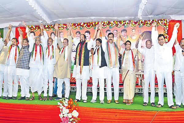 rc kunthiya commented on kcr and narendra modi - Sakshi