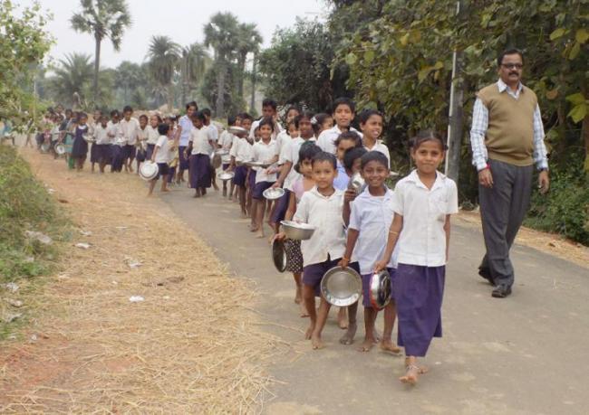 Students Suffering Water Problems In Srikakulam District  - Sakshi