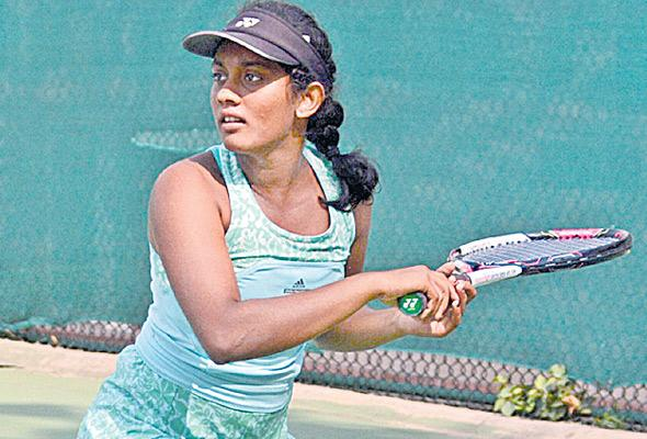 shivani enters semis of Itf Tourney - Sakshi