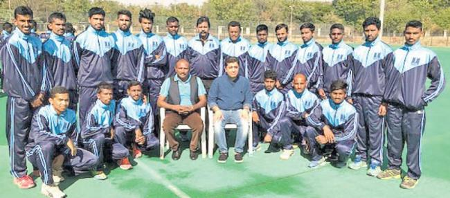 Vivek takes over as captain of telangana hockey team - Sakshi