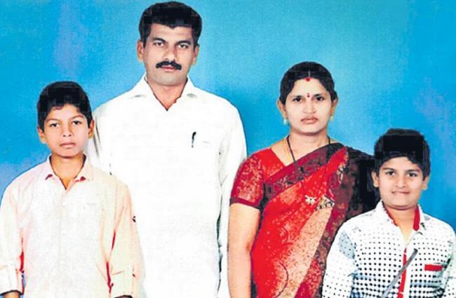 family  suiside in khammam - Sakshi
