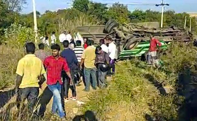6 killed in Road accident IN Tamilnadu - Sakshi