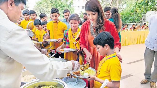 manchu lakshmi prasanna sankranthi special - Sakshi
