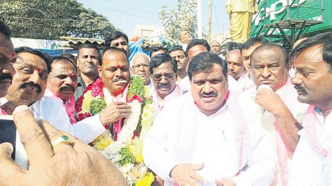 TRS wins janwada MPTC by-elections - Sakshi