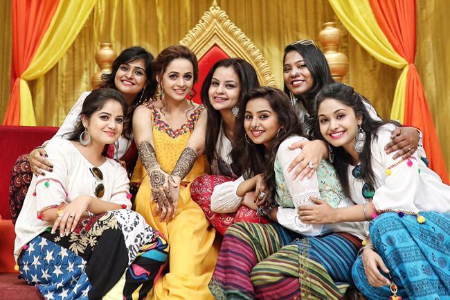 Actress Bhavana Mehndi function photos viral in social media - Sakshi