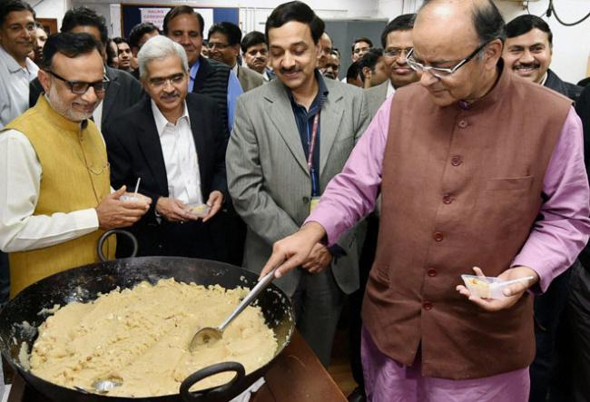 A look at the key people behind FM Arun Jaitley - Sakshi