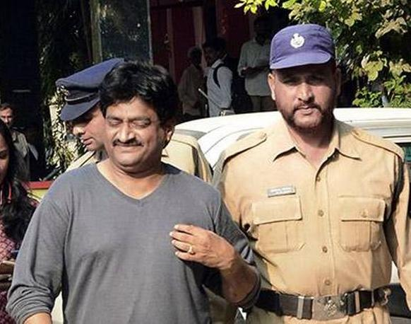 Ghazal Srinivas walks out of chanchalguda jail - Sakshi