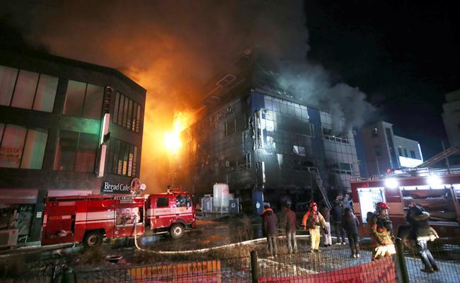 huge fire accident in South Koreas hospital - Sakshi