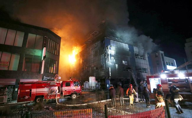huge fire accident in South Koreas hospital - Sakshi