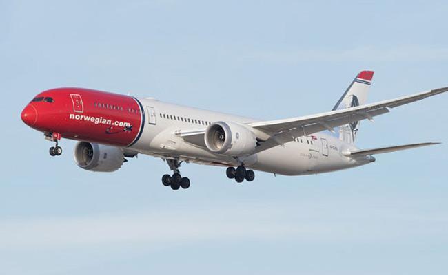 plane Turns Around After Toilet Breaks Down - Sakshi