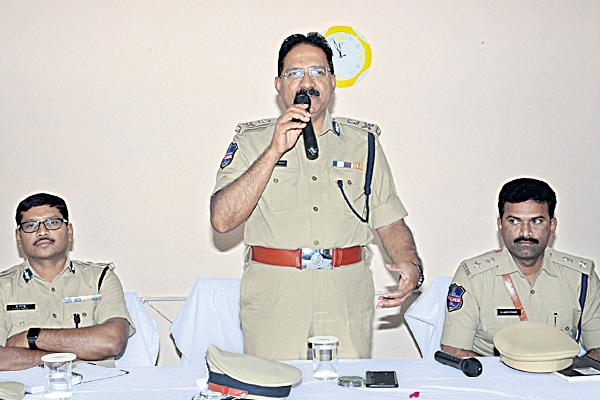 Performance rating for police officers - Sakshi