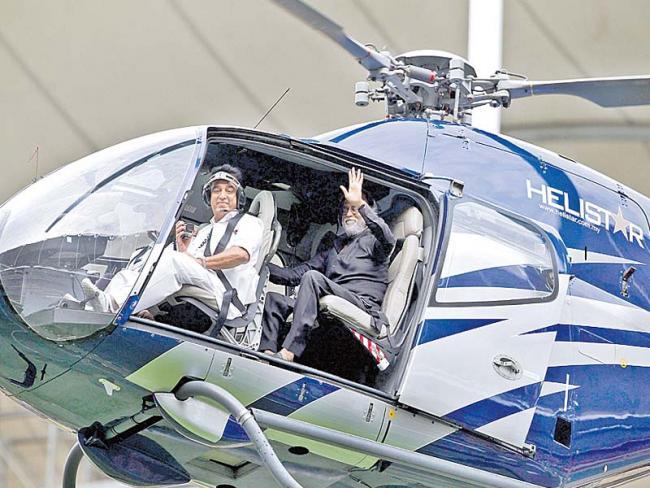 Rajini, Kamal Share Spotlight in Kuala Lumpur, Malaysian PM Hopes to Cash in on 'Casting Coup' - Sakshi