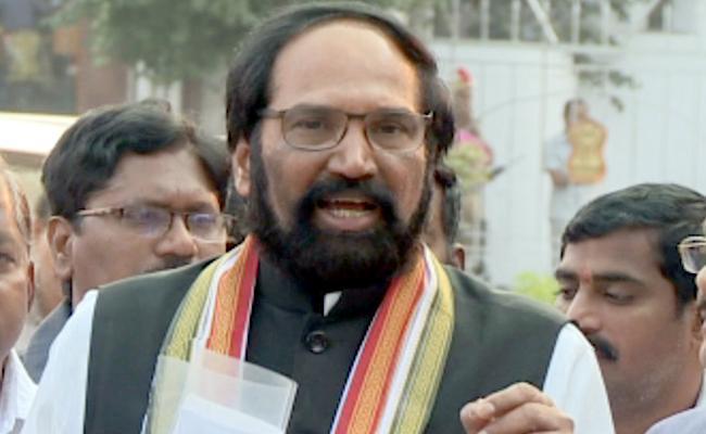 ready to help party workers, says uttam kumar reddy - Sakshi