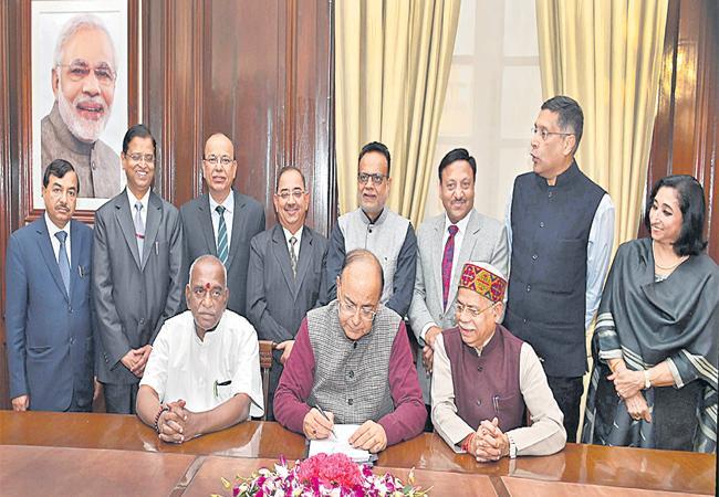 minister arun jaitley will introduce union budget in lok sabha - Sakshi