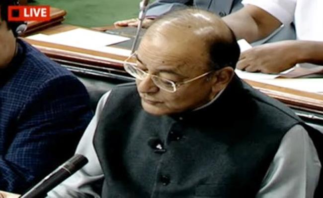 FM Arun Jaitley starts his speech in English - Sakshi