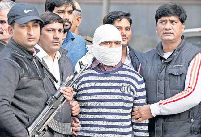 Indian Mujahideen terrorist wanted in 5 bomb blast cases arrested - Sakshi
