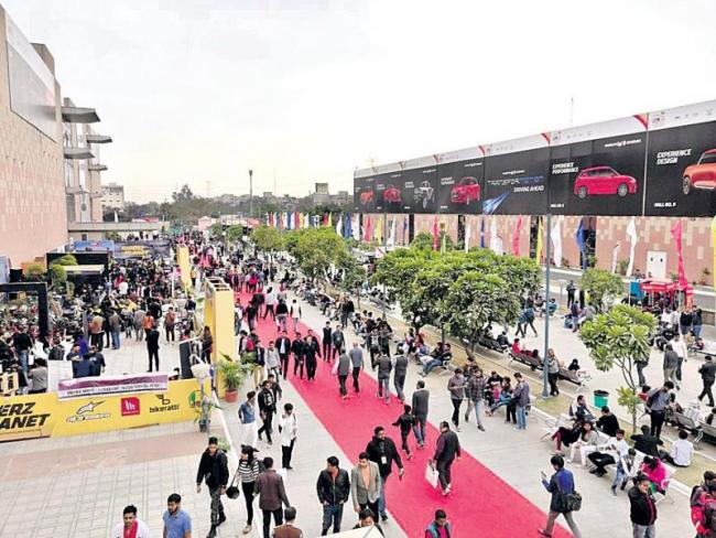 Auto Expo 2018 comes to an end after 100 launches and 6 lakh - Sakshi