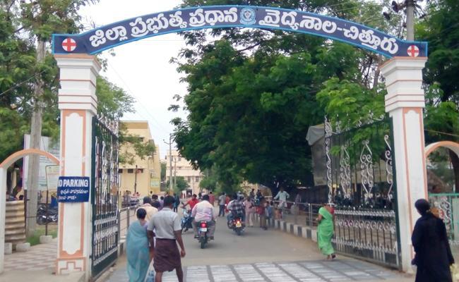 Coordinate Error between government hospital doctors - Sakshi