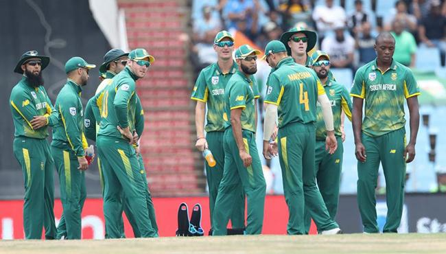 south africa failed to protect number one rank in odis - Sakshi