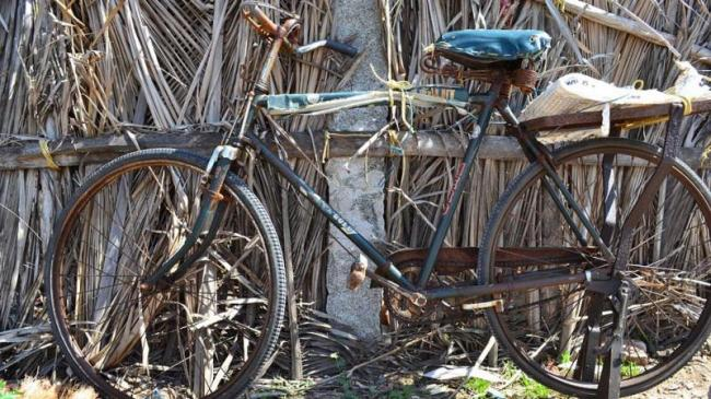 Man cycles across 65 villages to find mentally unstable wife - Sakshi