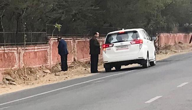 Photo Of Rajasthan Minister Urinating On Jaipur Walls Goes Viral - Sakshi
