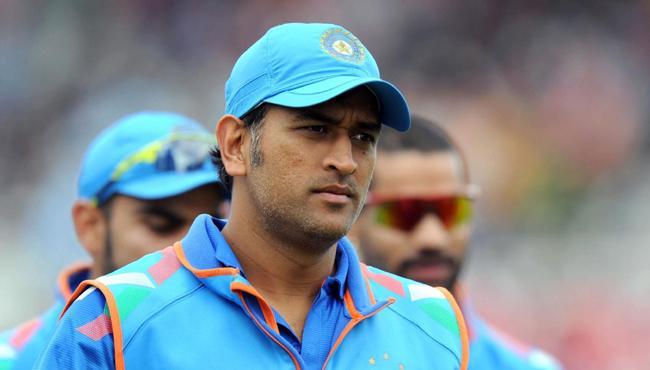 MS Dhoni just 33 short of ten thousand runs in odis - Sakshi