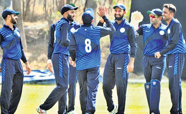 Saurashtra Enters Quarter finals - Sakshi