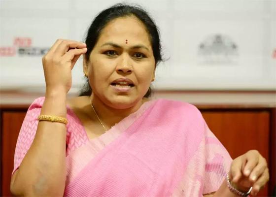 mp Shobha Karandlaje slams Congress minister DK Shivakumar on Bahmani Sultan Jayanti - Sakshi