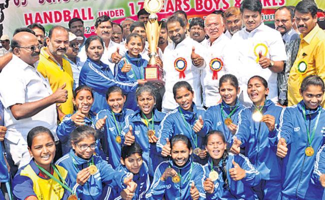 telangana teams got titles in sgfi games - Sakshi