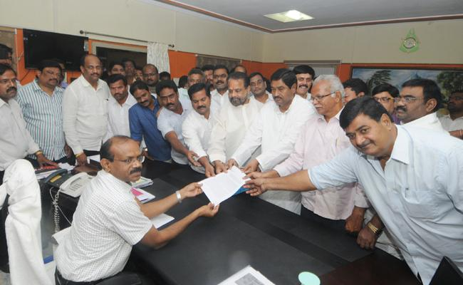 ysrcp and loksatta party leaders complaint on voters removed in srikakulam district - Sakshi