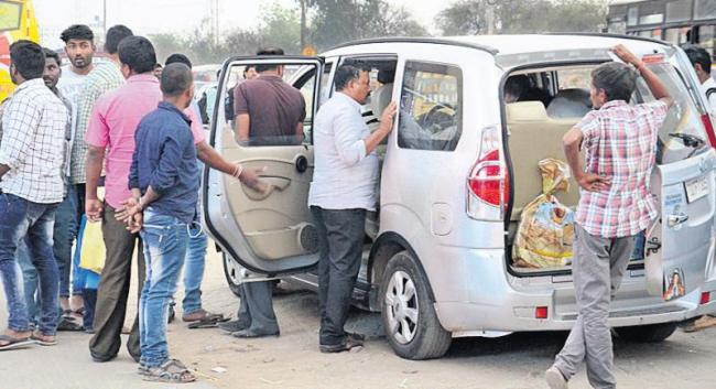 Cars between Hyderabad-Vijayawada - Sakshi
